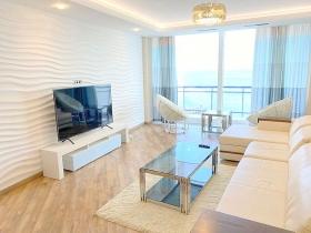 10 Фонтана, квартира с панорамным видом на море(№1-606)