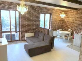 Дом на Осипова, новая студийная квартира(№1-426)