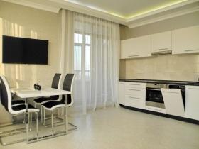 Гольфстрим,  двуспальная квартира(№3-970)