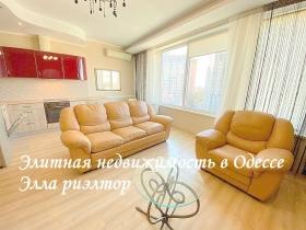 для семьи квартира в доме у моря, Белый Парус-(№3-530)