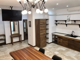 стильная двуспальная квартира, новый дом в центре города(№3-604)